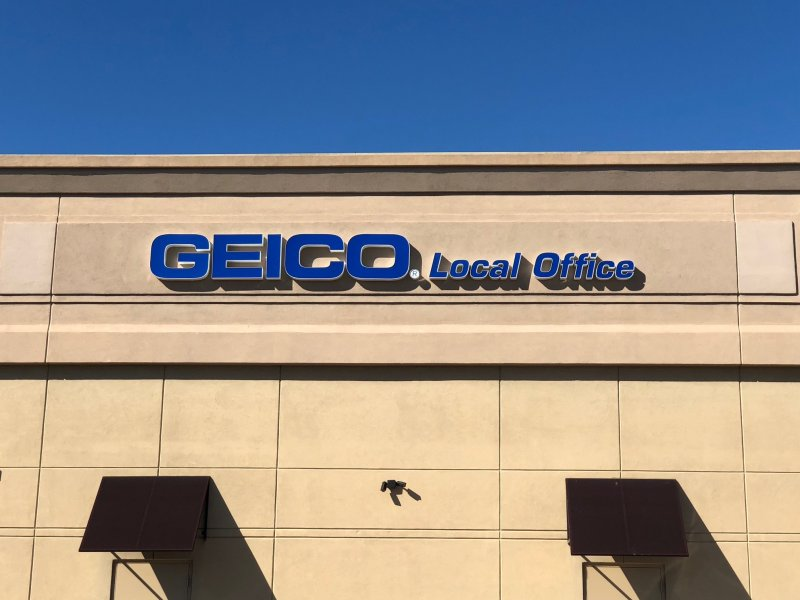 GEICO SIGNAGE - Individually Mounted Channel Letters / LED Illumination