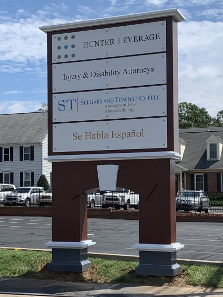 Hunter and Everage Law of Charlotte – Pylon Sign
